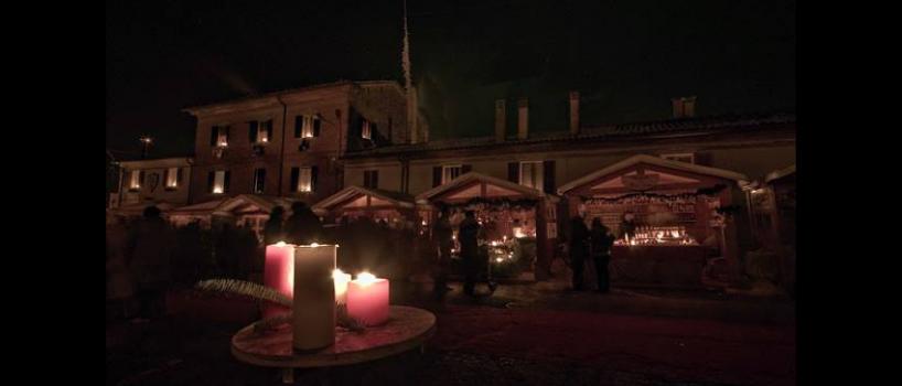 la festa delle candele a candelara che celebra l'inizio del periodo natalizio si terrà anche quest'anno a pesaro! prenota il tuo hotel
