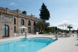 hotel con piscina villa cattani stuart