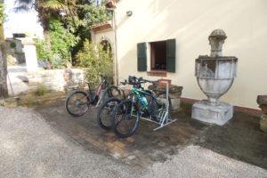 Parcheggio esterno alla bike room