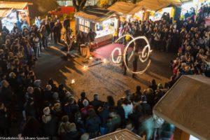 esibizione circense durante Candele a Candelara