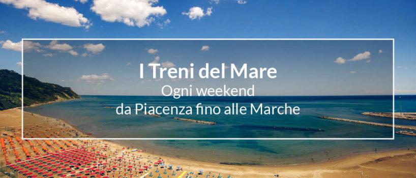 """Spiaggia di Pesaro con la scritta """"i treni del mare"""""""
